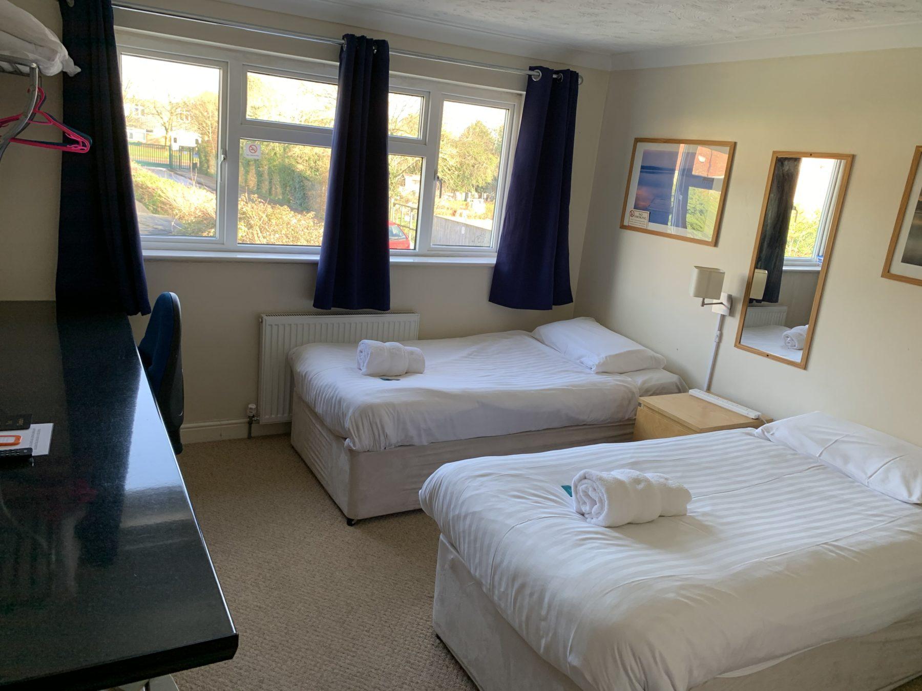 Room 4 – twin room